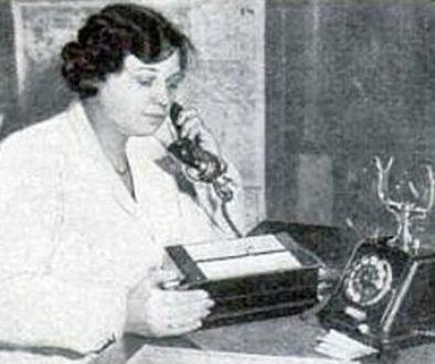 robot dials phone